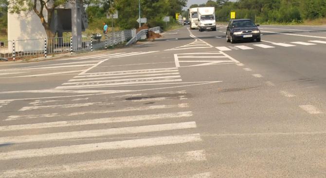 Кола блъсна дете на пешеходна пътека в София