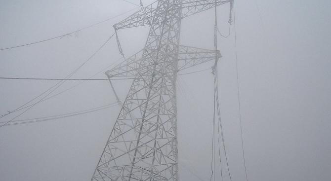 След усложнената метеорологична обстановка днес повечето аварии по електропреносната мрежа