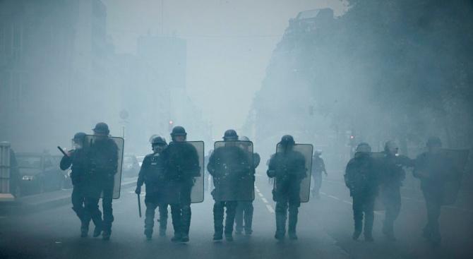 """Сблъсъци и арести на протестите на """"жълтите жилетки"""" въвФранция"""