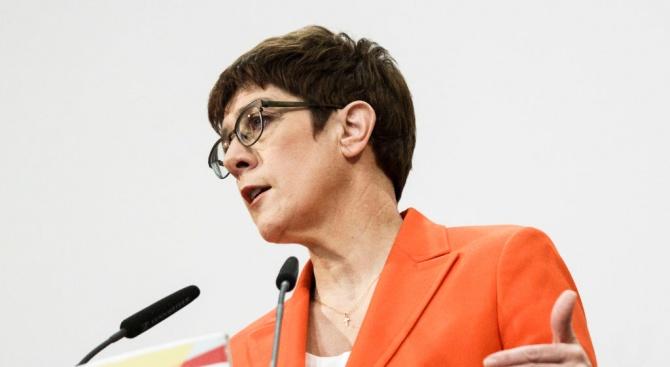 Лидерът на ХДС Анегрет Крамп-Каренбауер обяви, че няма да се