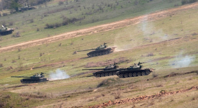 """21 военнослужещи с четири броя бойни бронирани машини """"Commando Select"""""""