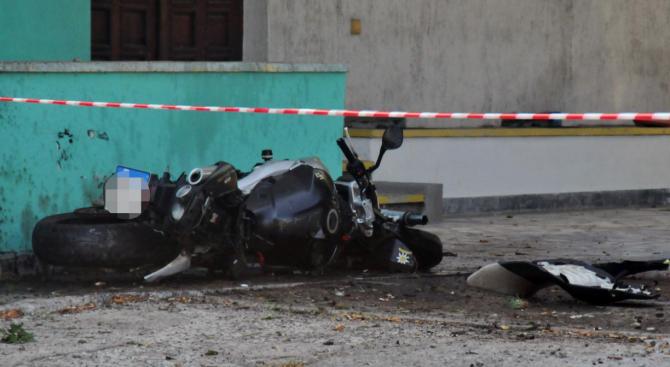 16-годишен младеж е с опасност за живота след катастрофа с мотоциклет