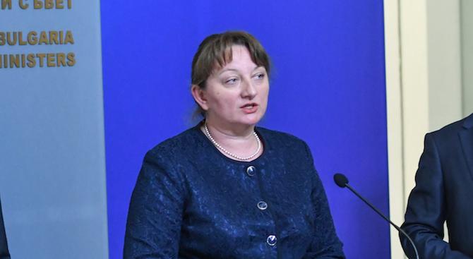 Деница Сачева: Ще настоявам основната пенсия от НОИ да не бъде намалявана с 20%, а с по-малко
