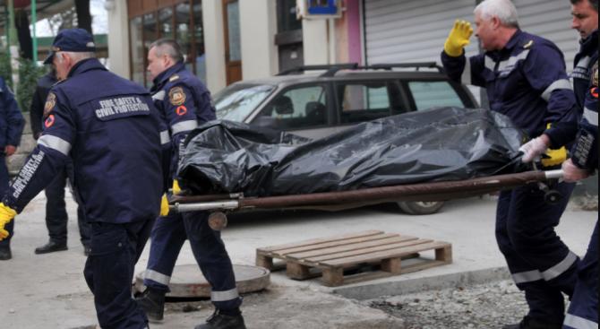50-годишна падна от осмия етаж на блок и загина