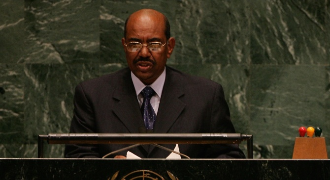 Судан прати бивш президент на съд за масови убийства
