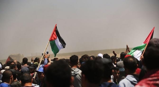 Десетки хиляди палестинци се събраха днес в град Рамала на