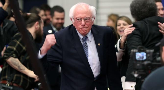 Бърни Сандърс печели първичните избори на демократите в Ню Хемпшър