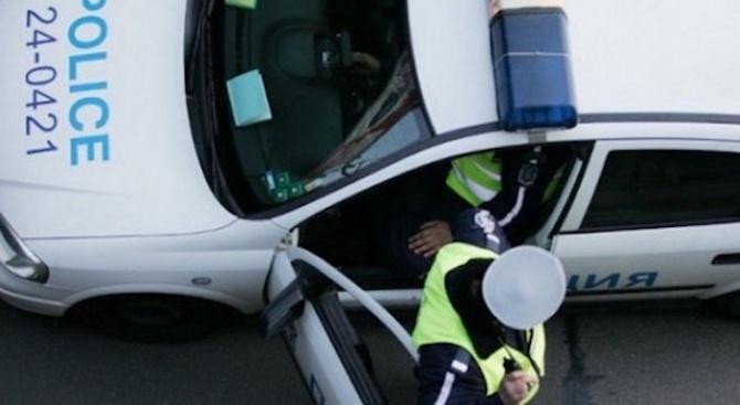 Автомобил осъмна с четири развити болта на гумите. Колата е