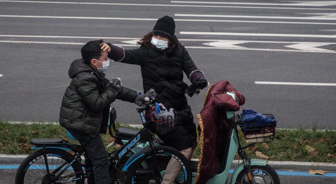 Пекин обяви: Спадат темповете на увеличение на заразените с коронавируса