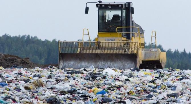 Тоновете боклуци разчистват край пазарджишкото село Варвара