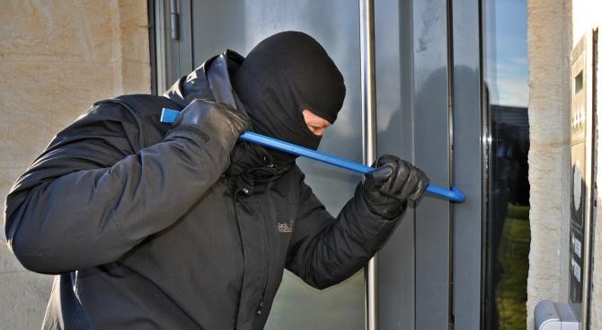 Извършител на домова кражба е установен от служители на РУ-Пещера,