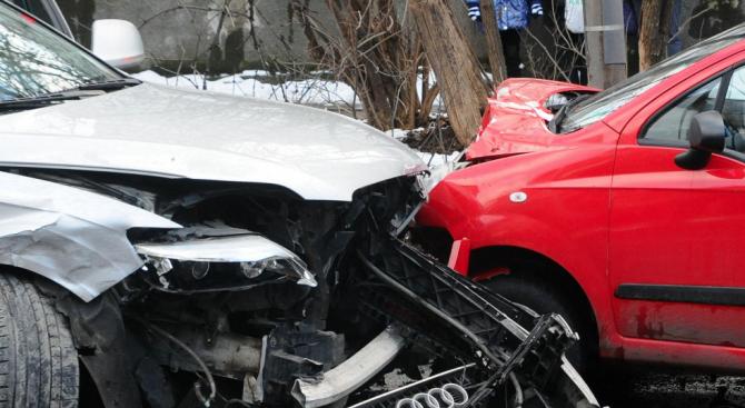 Катастрофа във Варна: Младо момиче е ранено