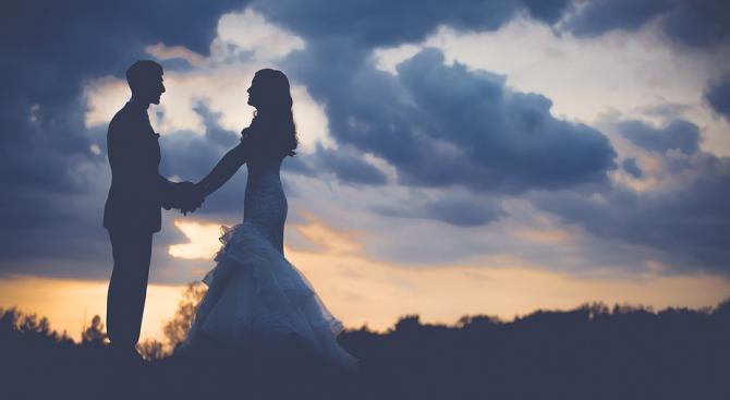 Съдят мъж и жена заради сватбени снимки