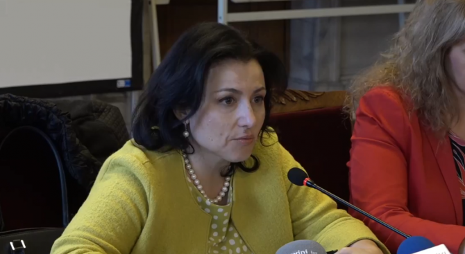 Десислава Танева: С бизнеса търсим зелени практики, щадящи околната среда