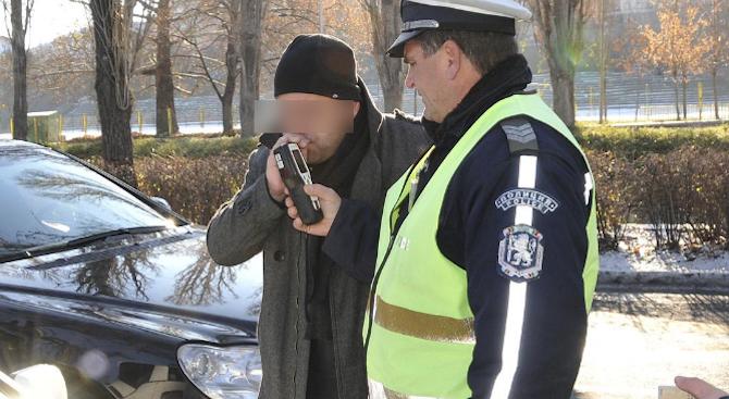 Солидно почерпен водач попадна в ареста на РУ- Сливница. Това