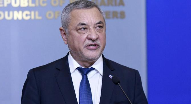 Симеонов: БНТ адвокатства на Петков, Хекимян и зависимата от хазарта бТВ