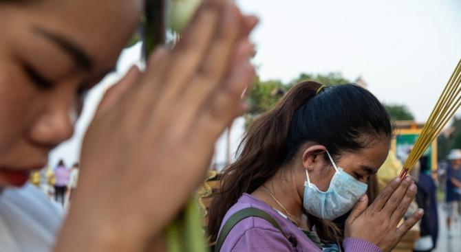 Смъртоносният коронавирус взе нови жертви в Китай, още заразени на круизния кораб