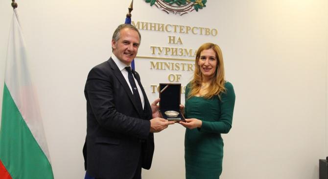 Ангелкова: Италия е сред водещите пазари за входящ туризъм за България