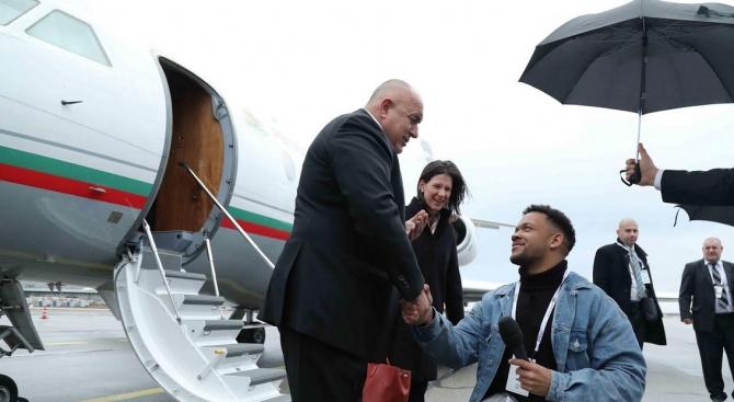 Трогателен жест на Борисов в Мюнхен към журналист в инвалидна количка