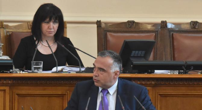 Кутев и Караянчева се скараха в НС