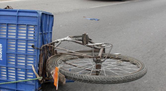 Велосипедист се заби в кола на кръстовище в Пловдив
