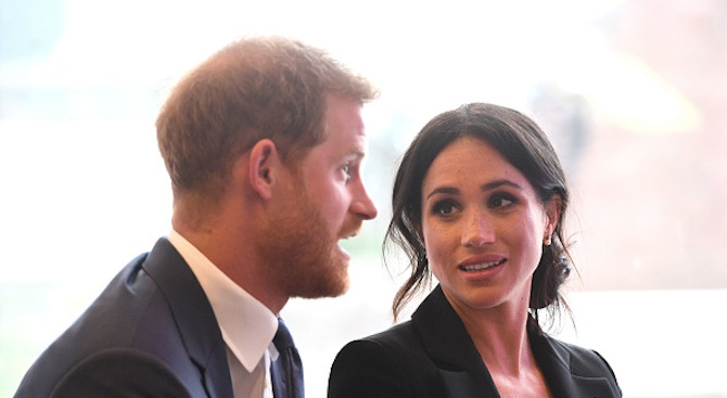 Хари и съпругата му Меган уволниха екипа си, закриват офиса си в Бъкингамския дворец