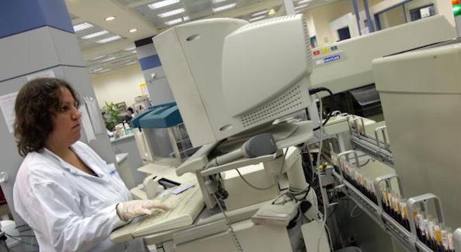 Кръвният център във Варна получи нова апаратура за изследване на донорска кръв