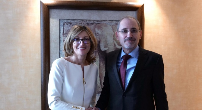 Захариева: България ще подкрепи всеки план, който би довел до мира в Близкия изток