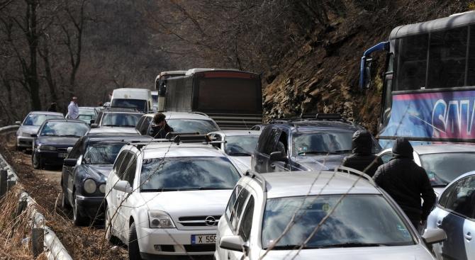 Изграждането на водопровода на Перник ограничава  движение между селата Мало Бучино и Голямо Бучино