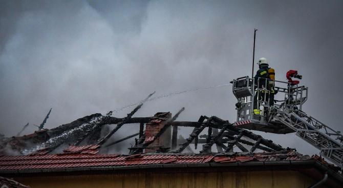 Жена е загинала през изминалата нощ при пожар в Добрич