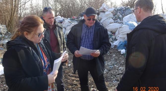 Нерегламентирана площадка за отпадъци разкри министър Димитров до Силистра