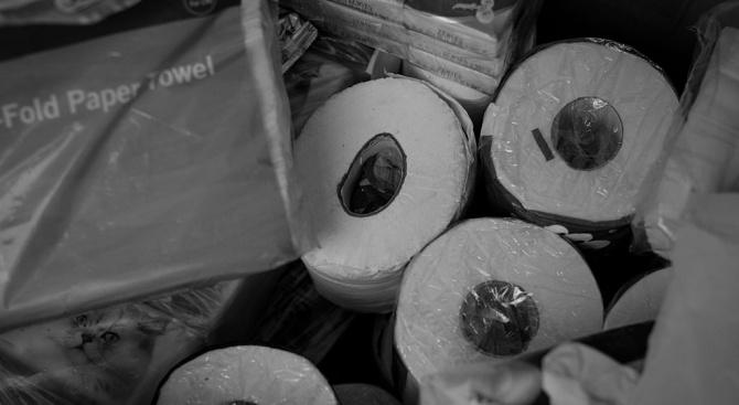 Въоръжена банда открадна стотици рула тоалетна хартия в Хонконг