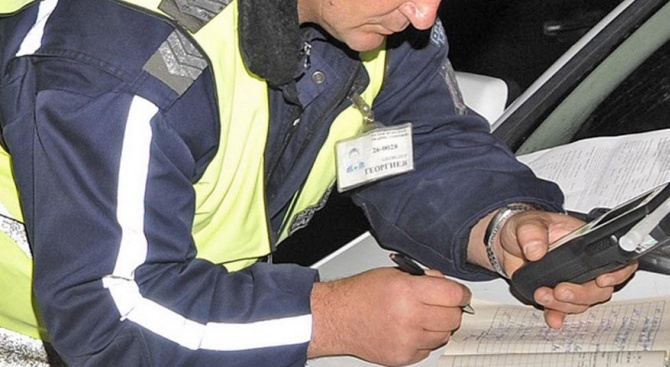 Пиян шофьор без книжка се заби в ограда