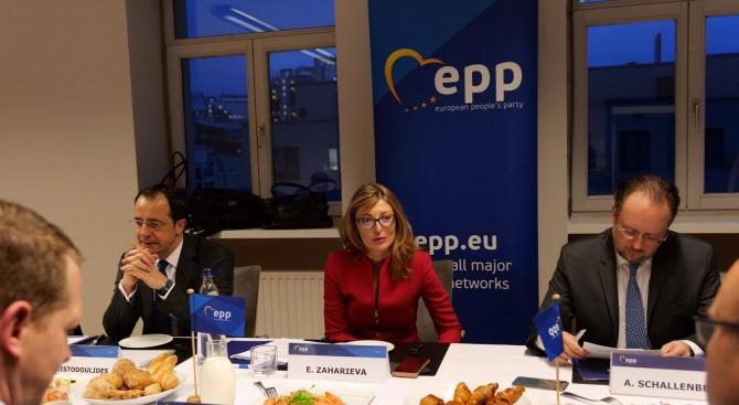 Захариева каза защо Тирана и Скопие трябва да влязат в ЕС