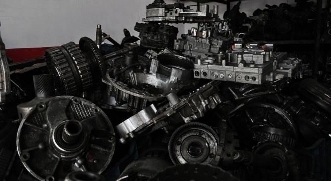 Крадени авточасти бяха открити в пернишка автоморга
