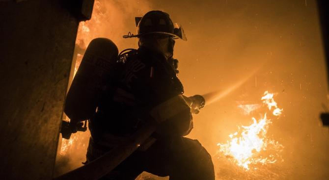 Евакуираха жителите на блок в Златоград заради пожар