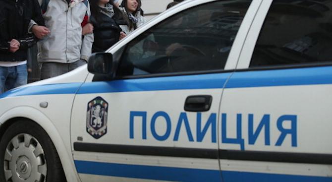 Спипаха 19-годишен с пистолет, маска и полицейска тениска