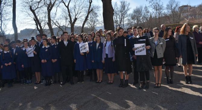 С вълнуваща възстановка припомниха началото на Езикова гимназия в Ловеч