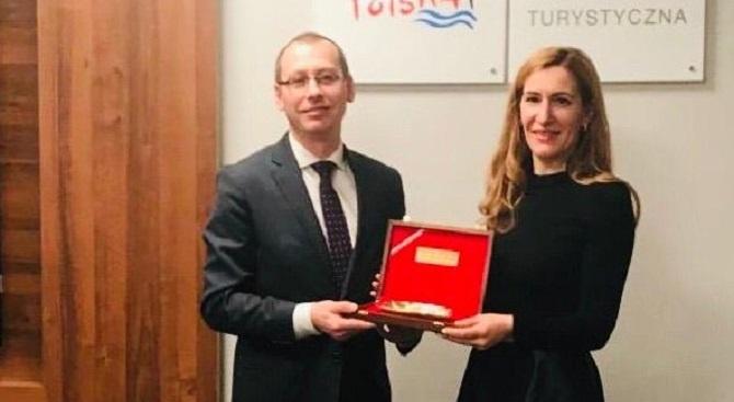Ангелкова в Полша: Работим за откриване на българско туристическо представителство във Варшава