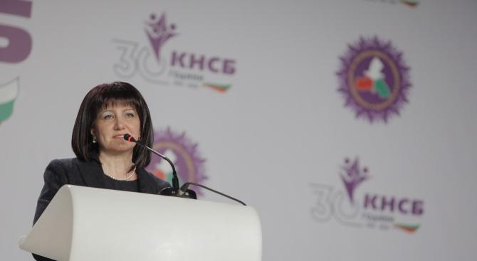 Караянчева: България върви напред, страната е стабилна и затова се вдигат заплатите
