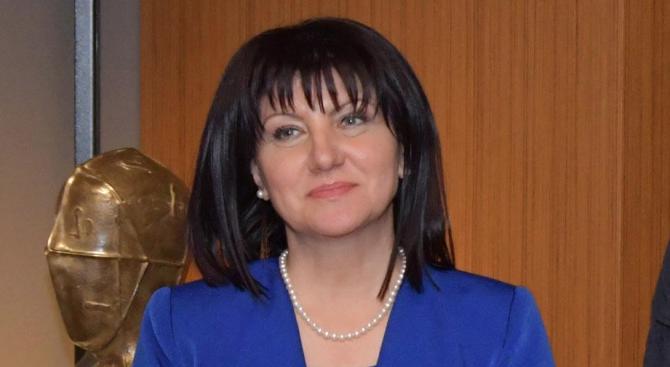 Караянчева ще присъства на откриването на нова детска градина в село Бело поле