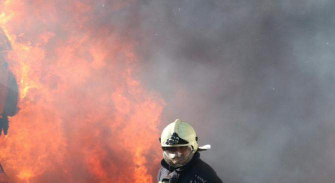 Бивш военен предизвика пожар и взрив в Дупница