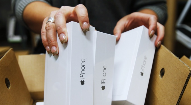 """""""Епъл"""" ограничава доставките на айфони заради коронавируса"""