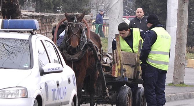 Катастрофа между кола и каруца с пиян шофьор: Трима души са ранени