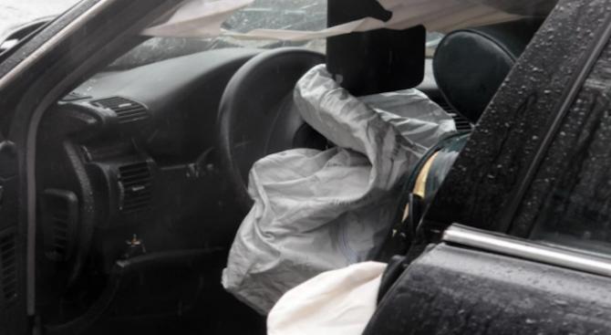 Пиян шофьор блъсна каруца, трима пострадаха