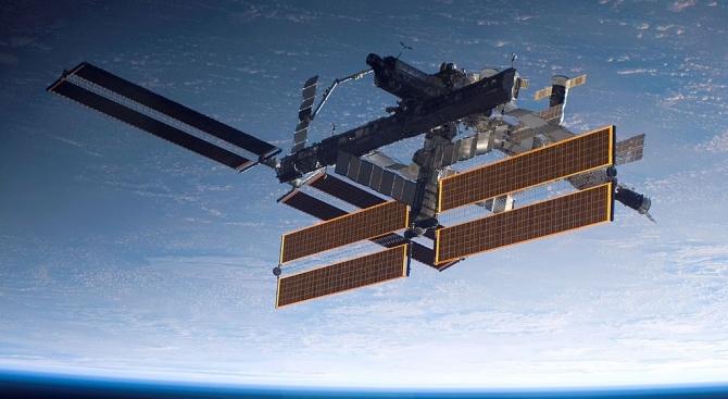"""Американският товарен космически кораб """"Сигнус"""" се скачи с МКС"""