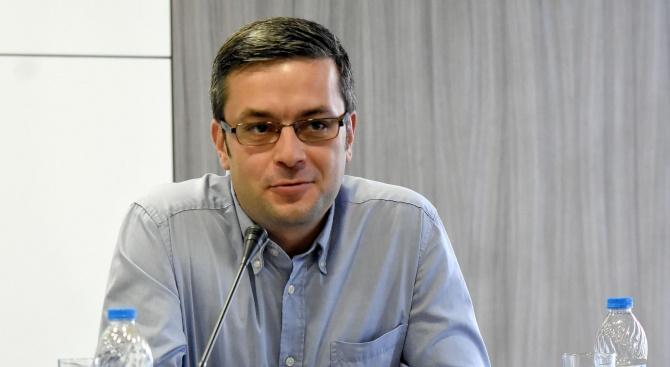 Тома Биков: Радев превръща президентството в лична драма