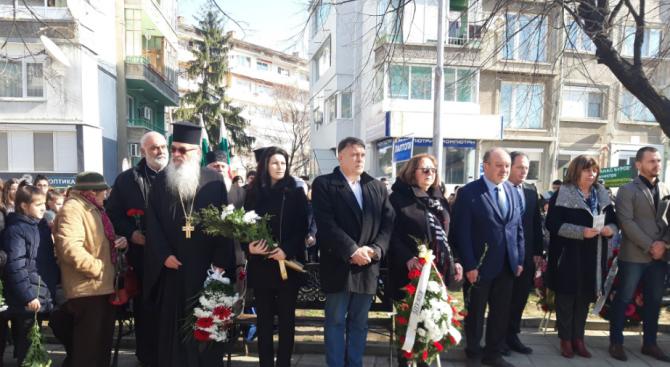 Стотици граждани се поклониха пред паметта на Апостола в Силистра