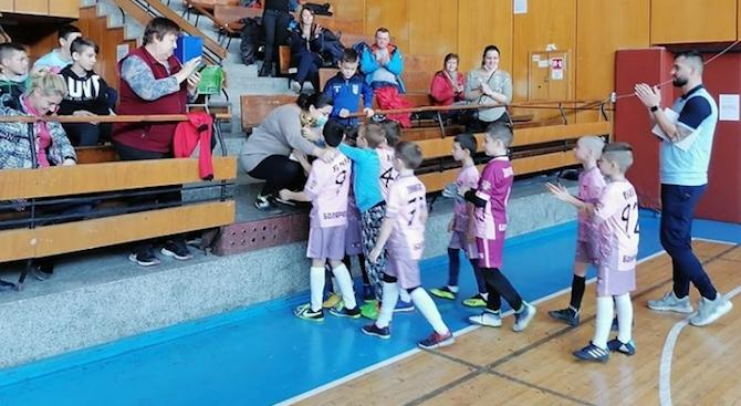 Близо 8 000 лева събраха младежи от Севлиево на благотворителен турнир по футбол