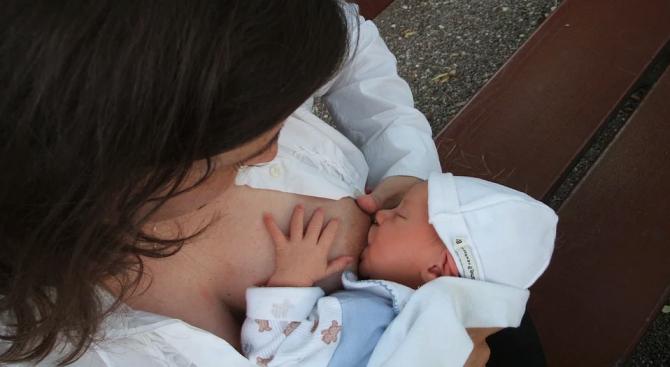 Кърмещите майки трябва да ядат яйца, за да предпазят бебетата си от алергия